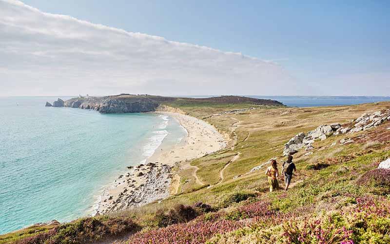 Découvrir les plages depuis le sentier côtier © Alexandre Lamoureux